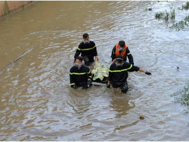 Vụ người đàn ông nhảy khỏi xe máy, ngã xuống suối: Tìm thấy thi thể nạn nhân - Ảnh 2