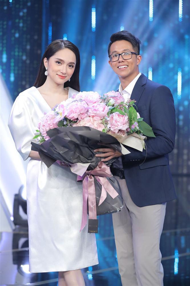 Loạt ảnh tình tứ của Hoa hậu Hương Giang với Matt Liu-CEO giàu có người Singapore - Ảnh 2