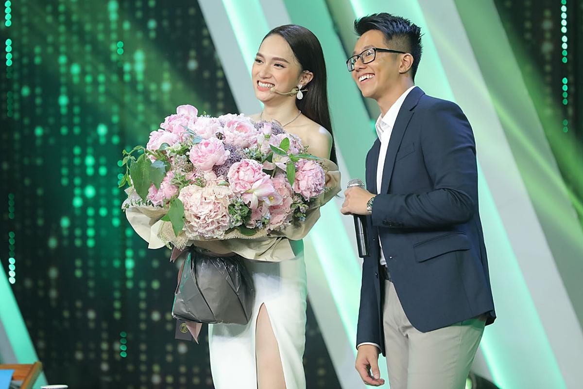 Loạt ảnh tình tứ của Hoa hậu Hương Giang với Matt Liu-CEO giàu có người Singapore - Ảnh 1