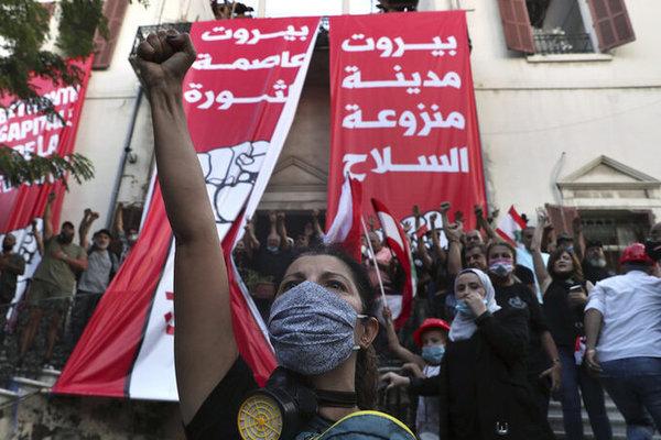 Sau vụ nổ thảm khốc ở thủ đô Beirut, hàng ngàn người dân Lebanon xuống đường biểu tình - Ảnh 1