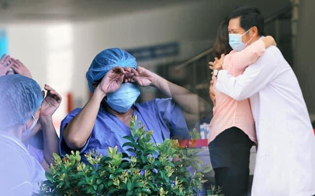 """Nữ điều dưỡng bệnh viện Đà Nẵng: """"Chúng tôi đếm từng ngày chờ cánh cổng bệnh viện được mở"""" - Ảnh 1"""
