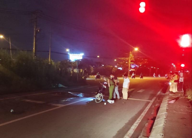 Kéo lê xe máy khiến cô gái tử vong, xe bồn bỏ chạy khỏi hiện trường - Ảnh 1