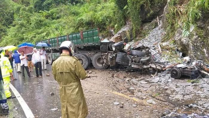 Tin tai nạn giao thông mới nhất ngày 12/9/2020: Xe máy trượt dài trên đường ở Sài Gòn, thanh niên tử vong tại chỗ - Ảnh 3
