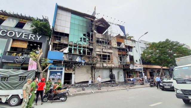 Chi nhánh ngân hàng Eximbank Gò Vấp bất ngờ bốc cháy trong đêm - Ảnh 1
