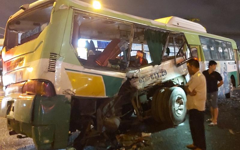 Tin tai nạn giao thông mới nhất ngày 20/9/2020: Một cô gái tử vong dưới gầm xe ô tô trên quốc lộ 1A - Ảnh 2