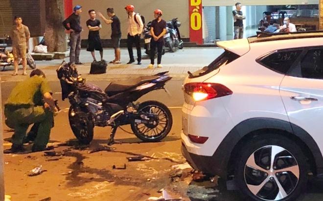Tông vào ô tô bên đường, 2 thanh niên đi xe máy tử vong tại chỗ - Ảnh 2