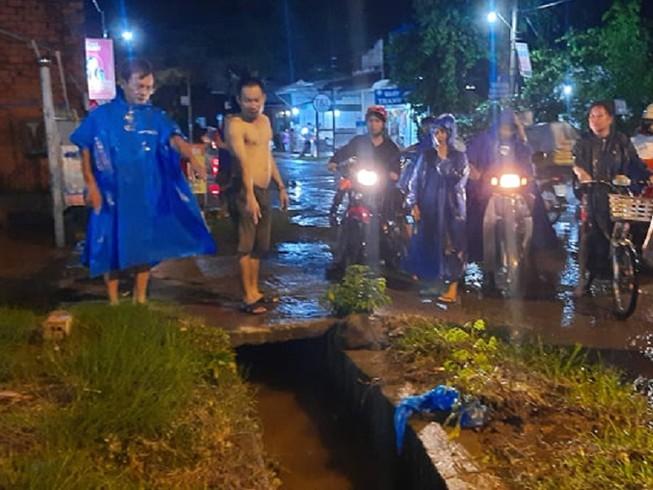 Vụ người phụ nữ lọt cống mất tích ở Đồng Nai: Tìm thấy thi thể cách hiện trường 1km - Ảnh 1