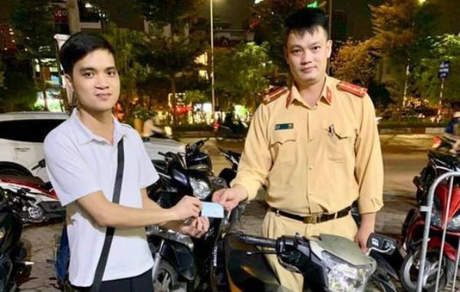 Sau 2 năm bị kẻ gian lấy trộm, nam thanh niên vui mừng nhận lại chiếc xe máy - Ảnh 1