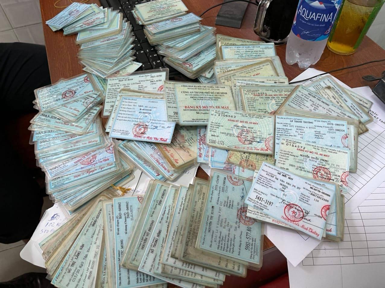 Phá đường dây làm thẻ ngành công an, giấy tờ giả qua mạng ở TP.HCM: Kẻ cầm đầu