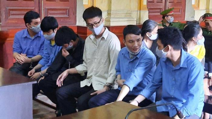 """Xét xử vụ Tôn Nữ Thị Huyền mua bán bộ phận cơ thể người: """"Bà trùm"""" khóc lóc tại tòa - Ảnh 1"""