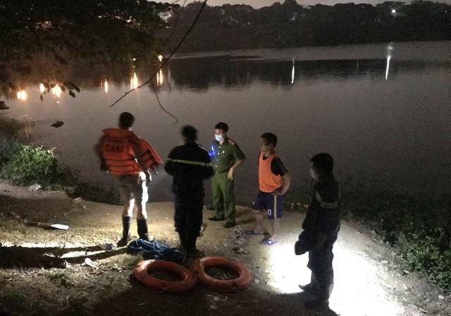 """Điều tra vụ thi thể người đàn ông buộc kèm cục đá nổi trong hồ """"tử thần"""" - Ảnh 1"""