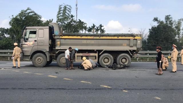 Tai nạn giao thông, nữ sinh lớp 9 bị xe tải cán tử vong - Ảnh 1