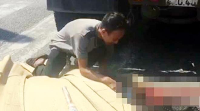 Tai nạn giao thông, con trai ôm thi thể mẹ gào khóc thảm thiết tại hiện trường - Ảnh 2