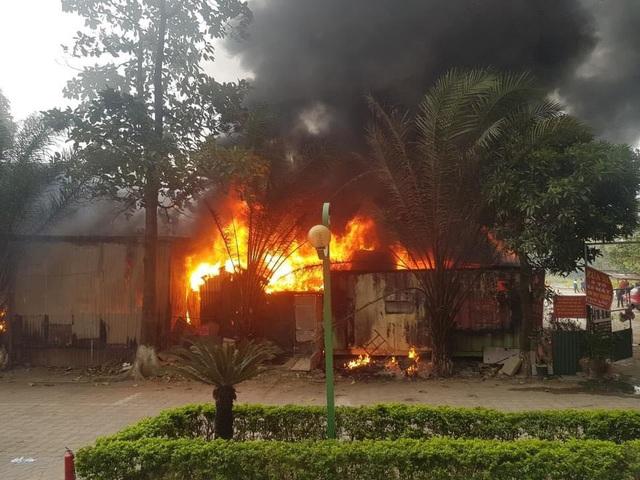Vụ cháy lớn tại bãi gửi xe ô tô ở Hà Nội: Nhân chứng tiết lộ gì? - Ảnh 1