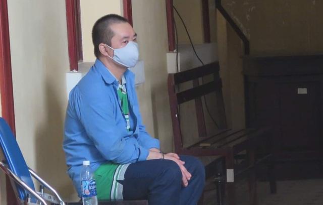 Xét xử vụ đốt nhà làm 5 người chết ở TP.HCM: Nguyễn Hữu Phước đập bàn phản đối tại tòa - Ảnh 1