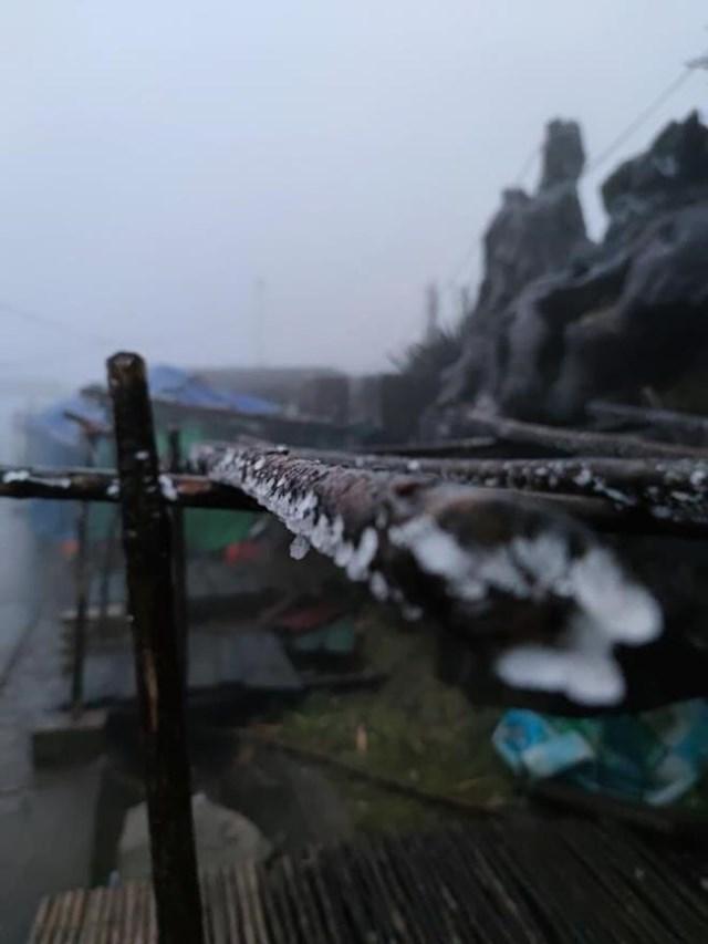 Nhiệt độ xuống -2 độ C, Cao Bằng, Lạng Sơn băng giá phủ kín nhiều nơi - Ảnh 2