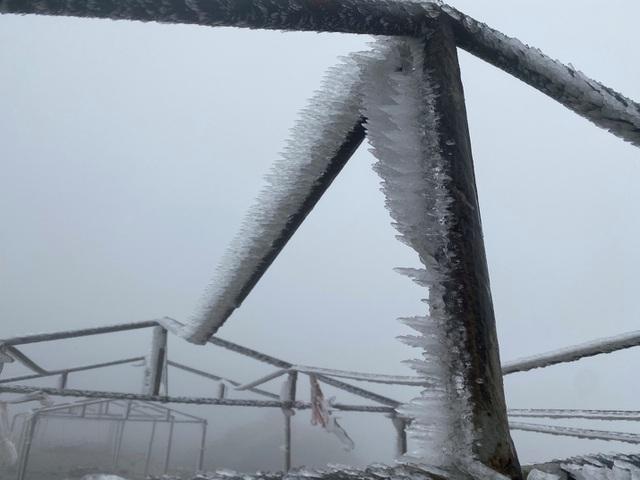 Nhiệt độ xuống -2 độ C, Cao Bằng, Lạng Sơn băng giá phủ kín nhiều nơi - Ảnh 5