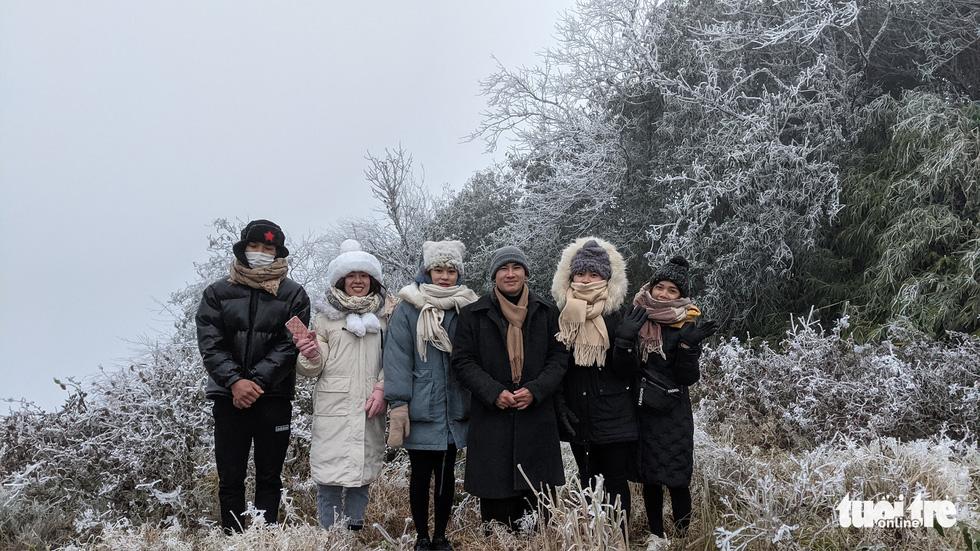 Nhiệt độ xuống -2 độ C, Cao Bằng, Lạng Sơn băng giá phủ kín nhiều nơi - Ảnh 7