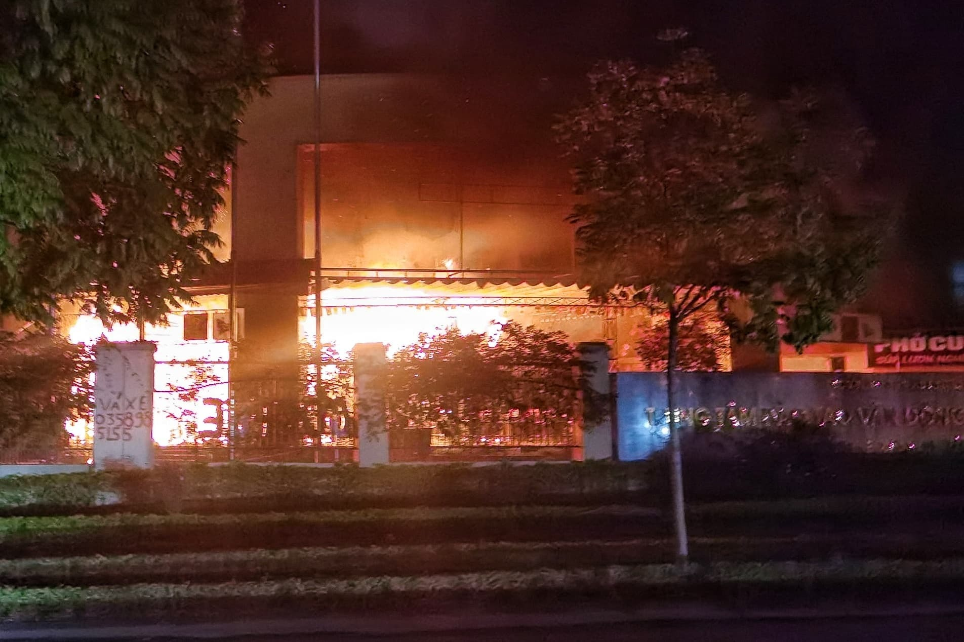 Trung tâm đào tạo vận động viên cao cấp bốc cháy dữ dội tối 30 Tết  - Ảnh 3