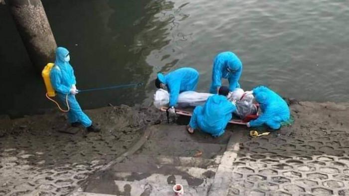 Phát hiện thi thể người đàn ông trôi ở Bãi Cháy sáng mùng 4 Tết - Ảnh 1