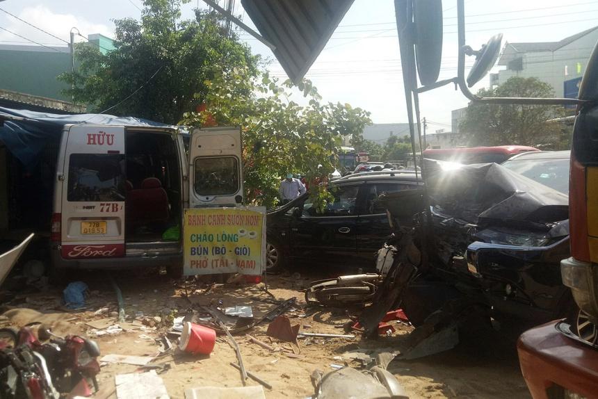 Tai nạn liên hoàn ở Bình Định khiến 3 người chết, 2 người bị thương - Ảnh 1