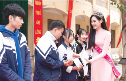 Hoa Hậu Việt Nam 2020 Đỗ Thị Hà chia sẻ kỷ niệm về cái Tết đáng nhớ nhất - Ảnh 1
