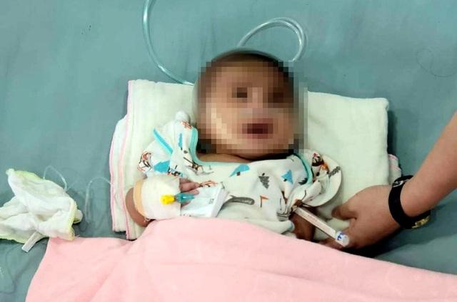 """Vụ bé trai 3 tháng tuổi bị mẹ bỏ lại bệnh viện: Nghèo quá nên """"làm liều""""? - Ảnh 1"""