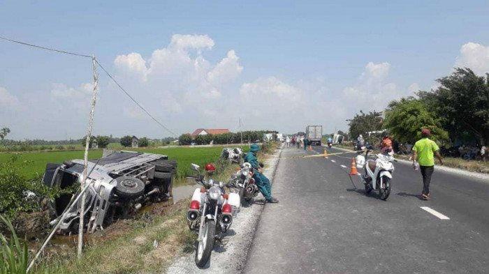 Tin tai nạn giao thông ngày 28/2: Xe tải tông đuôi xe khách, 1 người chết, 7 người bị thương - Ảnh 1