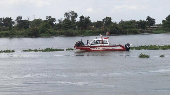 Để lại xe máy trên cầu, người đàn ông 53 tuổi nhảy sông Sài Gòn tự tử - Ảnh 1
