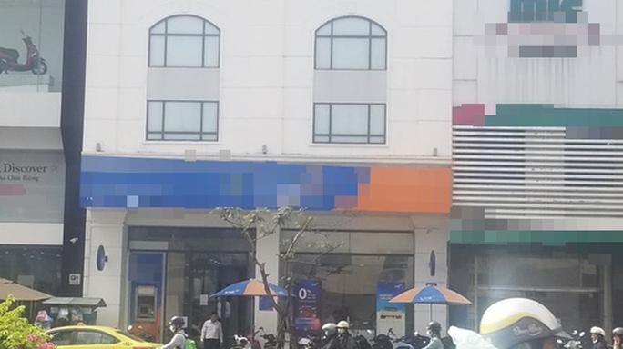 Nhân viên ngân hàng bị tố chiếm dụng 800 triệu đồng - Ảnh 1