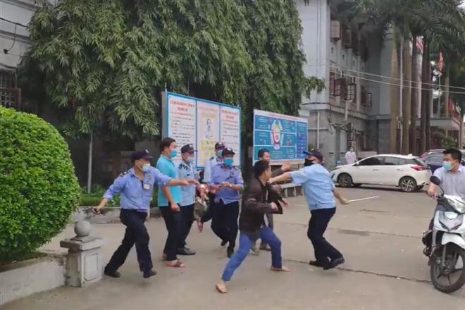 """Vụ clip 5 bảo vệ bệnh viện """"hỗn chiến"""" với người dân: Giám đốc bệnh viện Đa khoa tỉnh Tuyên Quang nói gì? - Ảnh 1"""