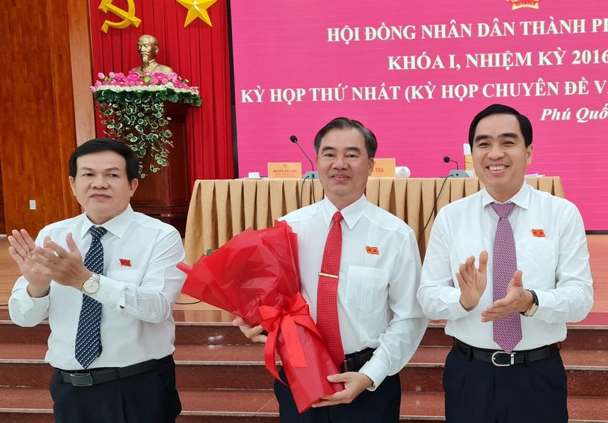 Phó Chủ tịch UBND thành phố Phú Quốc vừa được bầu là ai? - Ảnh 1