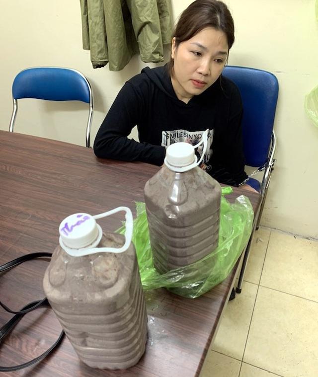"""Vụ món hàng bí ẩn trong 2 can mắm tôm ở Hà Nội: """"Bà trùm"""" ma túy xinh đẹp khai mánh khóe tinh vi - Ảnh 1"""