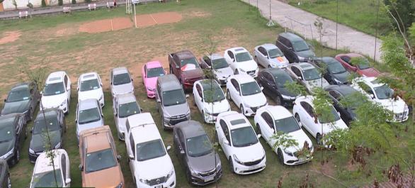 Đôi vợ chồng ở Bắc Ninh làm giả giấy tờ, lừa đảo chiếm đoạt hơn 70 chiếc ô tô - Ảnh 2