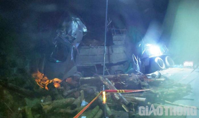 Hé lộ hiện trường vụ tai nạn thảm khốc ở Thanh Hóa, 7 người tử vong - Ảnh 2