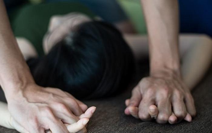 Vụ cha dượng hiếp dâm con gái riêng của vợ: Từng viết cam kết hứa không tái phạm - Ảnh 1