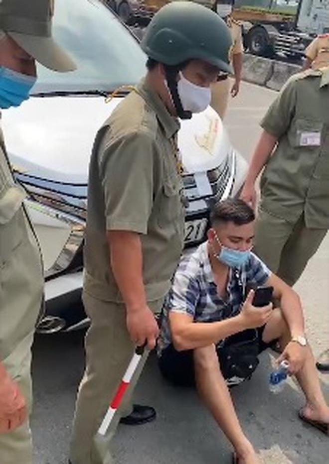 """Vì sao Youtuber Lê Chí Thành chuyên """"giám sát CSGT"""" bị phạt 750.000 đồng? - Ảnh 1"""