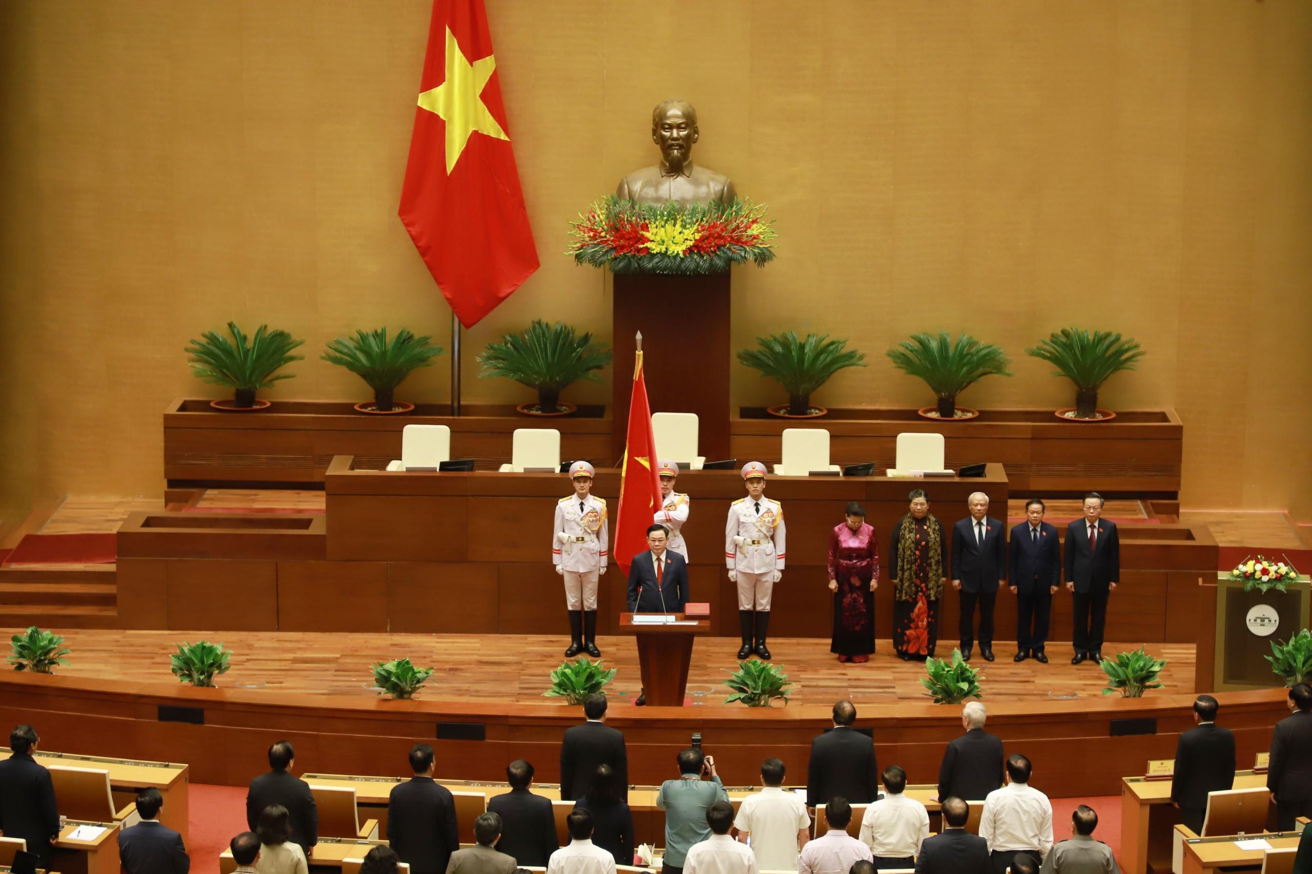 Chùm ảnh: Tân Chủ tịch Quốc hội tuyên thệ nhậm chức, điều hành phiên họp - Ảnh 1