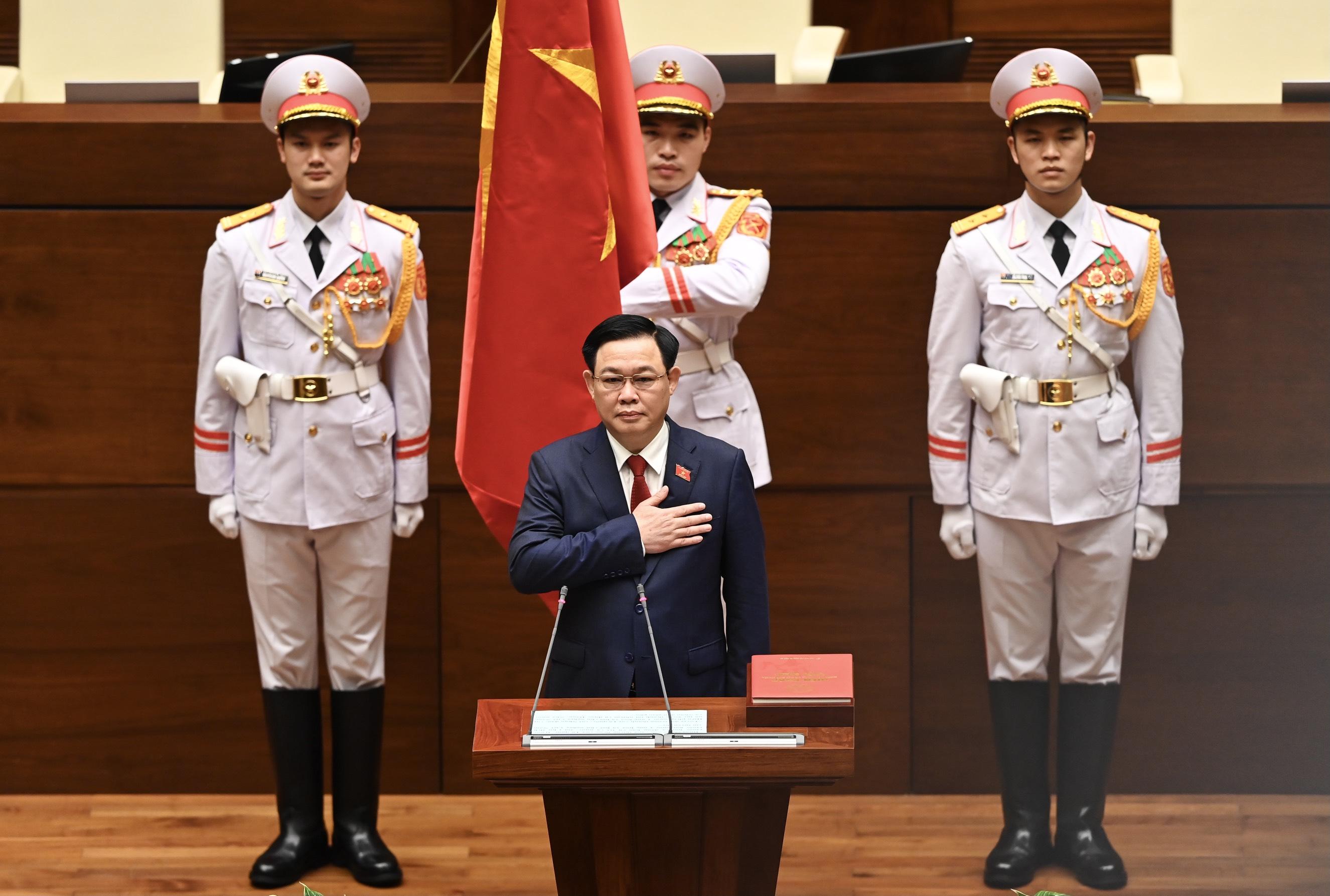 Chùm ảnh: Tân Chủ tịch Quốc hội tuyên thệ nhậm chức, điều hành phiên họp - Ảnh 2