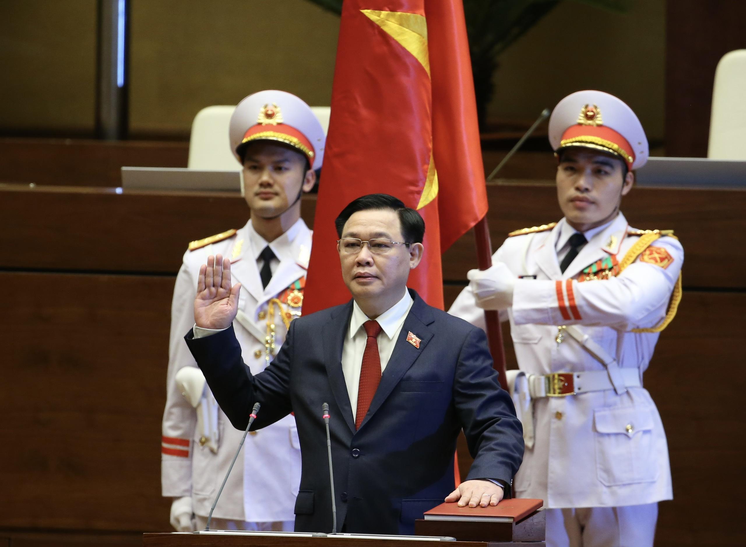 Chùm ảnh: Tân Chủ tịch Quốc hội tuyên thệ nhậm chức, điều hành phiên họp - Ảnh 3