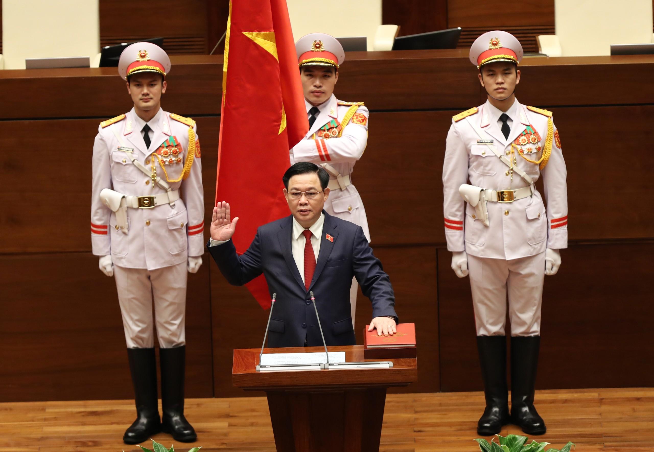 Chùm ảnh: Tân Chủ tịch Quốc hội tuyên thệ nhậm chức, điều hành phiên họp - Ảnh 4