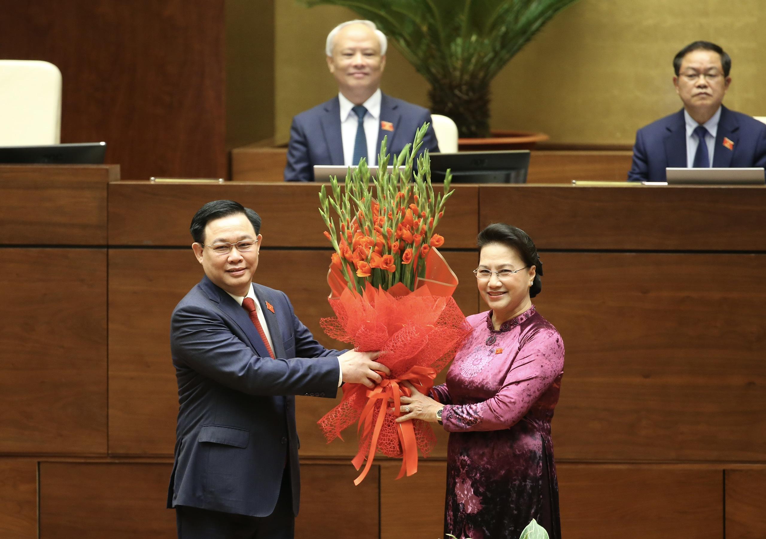 Chùm ảnh: Tân Chủ tịch Quốc hội tuyên thệ nhậm chức, điều hành phiên họp - Ảnh 6