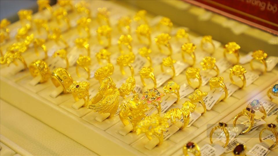 Giá vàng hôm nay 6/3/2021: Giá vàng SJC giảm 300.000 đồng/lượng - Ảnh 1