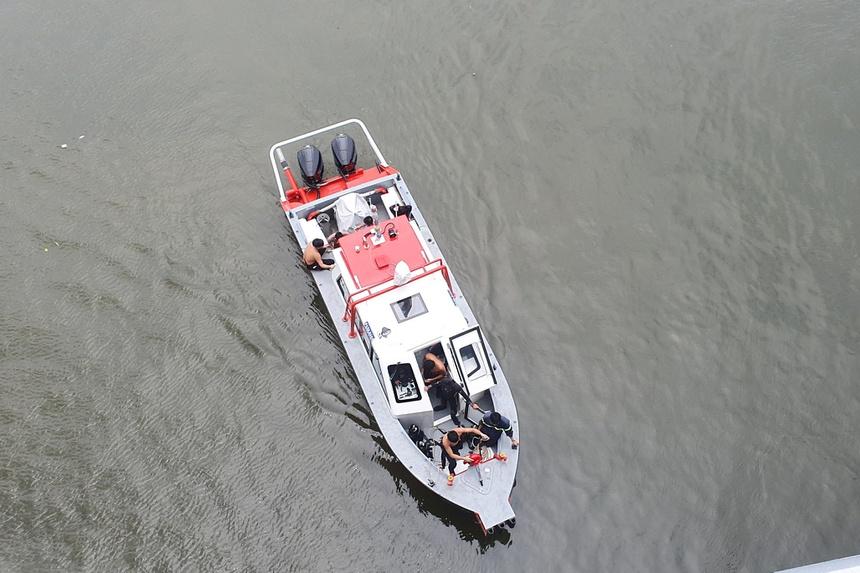 Để lại balo, nam thanh niên 22 tuổi nhảy sông Sài Gòn tự tử: Nhân chứng nói gì? - Ảnh 1