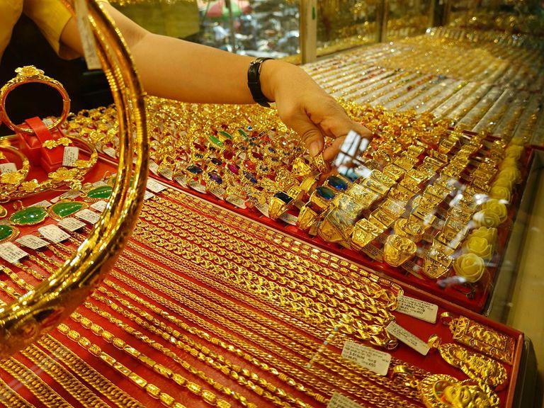 Giá vàng hôm nay 3/4/2021: Giá vàng SJC tăng thêm 300.000 đồng/lượng - Ảnh 1