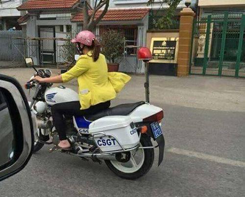 Xác minh hình ảnh người phụ nữ đi dép lê lái xe đặc chủng CSGT - Ảnh 1
