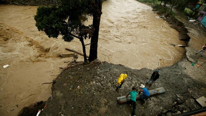 Bão nhiệt đới Nate làm hàng chục người thiệt mạng ở Trung Mỹ - Ảnh 1