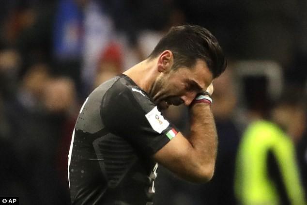 Italia mất vé dự World Cup 2018: Buffon bật khóc nức nở - Ảnh 2