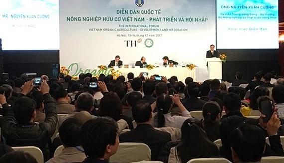 Thủ tướng Nguyễn Xuân Phúc: Nông nghiệp hữu cơ không chỉ dành cho người giàu - Ảnh 1