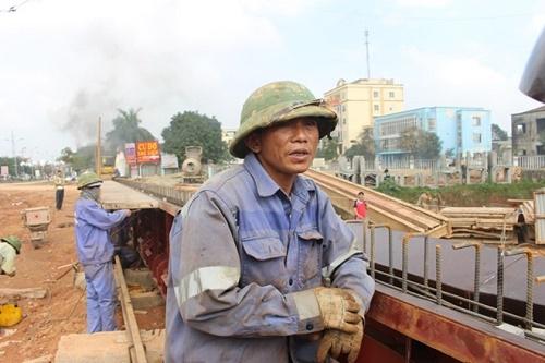 Hà Tĩnh: 2 công nhân lao mình xuống sông cứu người đuối nước - Ảnh 1